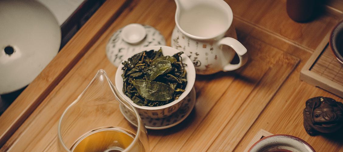 Tie Guan Yin on Kiinan suosituin oolong, joka on tunnettu intensiivisestä kukkaisesta aromistaan. Lue lisää!