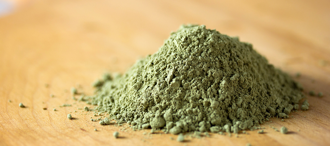 Tee mistä tahansa irtoteestä tai yrtistä uutetta, joka sisältää kaikki terveelliset ainesosat tiivistetyssä muodossa. Näin teet vahvat vihreä tee uute kapselit itse kotona!