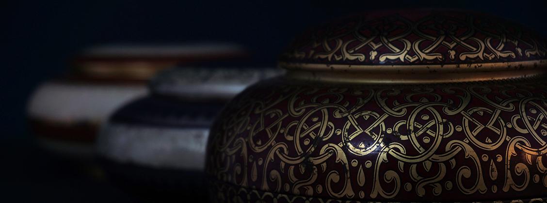 Teetä kannattaa säilyttää tiiviissä keramisessa tai paperilla vuoratussa purkissa.